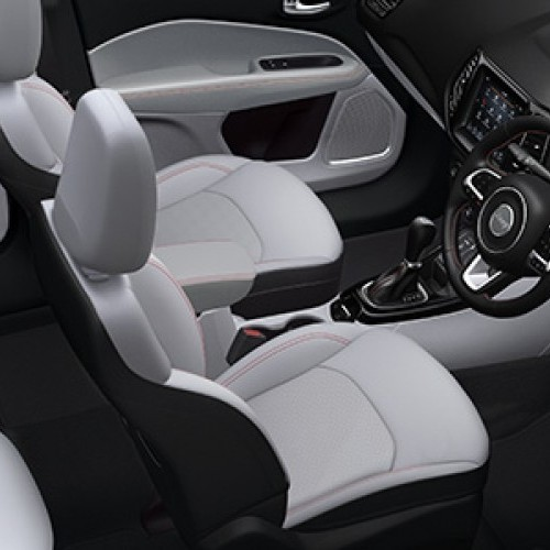 Jeep Compass Interior Image 7