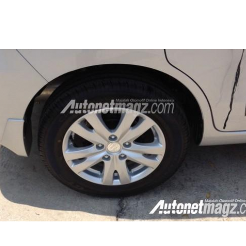 Maruti Ertiga Facelift 2015 Alloy Wheel