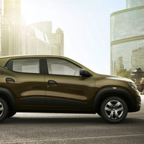 Renault Kwid Side View On Road