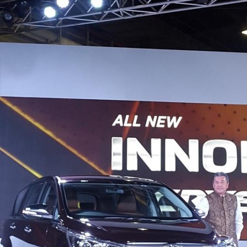 Toyota Innova Crysta Launch Picture