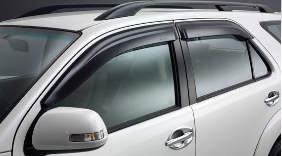 Fortuner  Side Visor