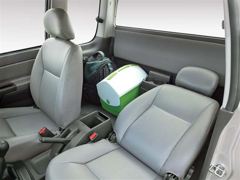 D Max Space Cab Flat Deck Interior Seating Arrangement